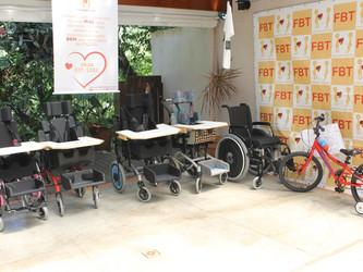FBT inicia o ano com a doação de cinco cadeiras de rodas adaptadas