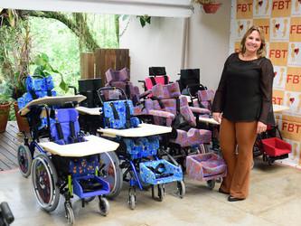 Nove cadeiras adaptadas doadas pela FBT e mais 4 já garantidas