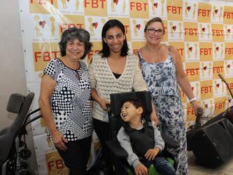 João Lucas recebe da FBT a sua primeira cadeira de rodas