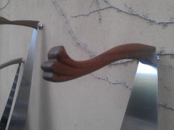 Duck tail handle