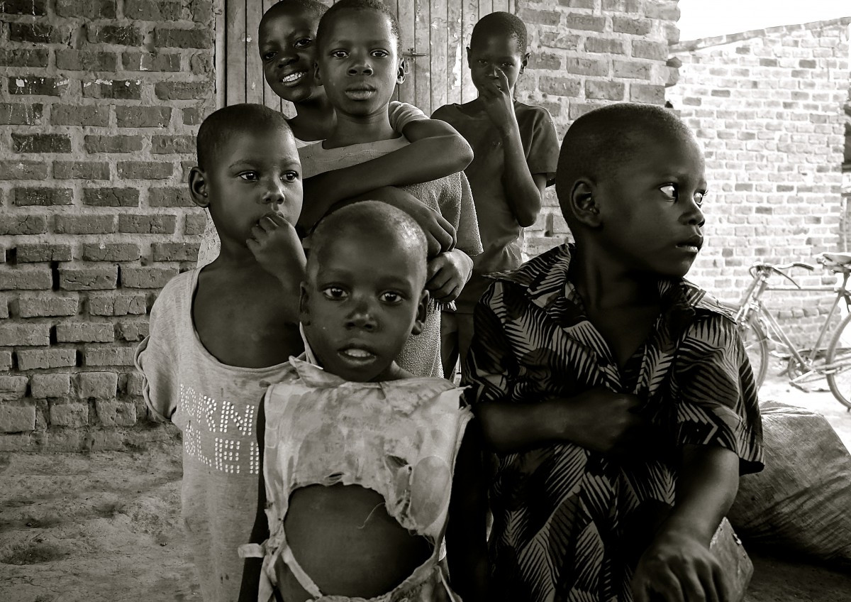 children_uganda_africa_poverty_developin
