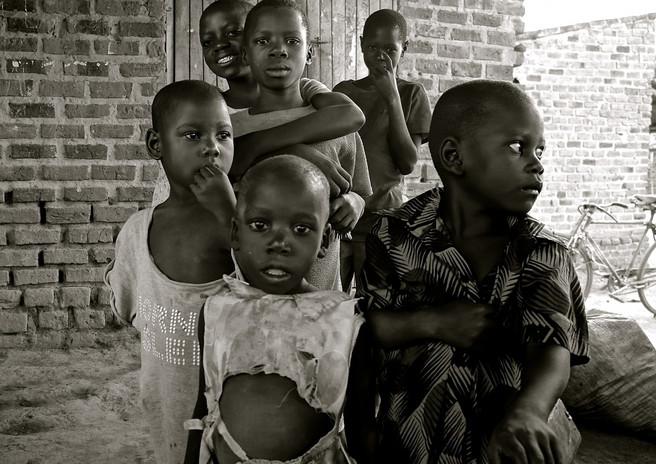 children_uganda_africa_poverty_developin