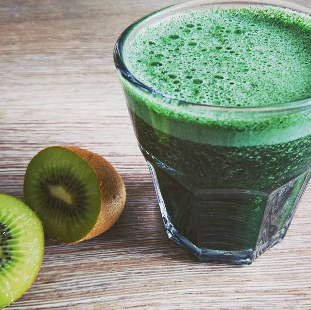 Kiwi, spirulina, coconut water, lime juice...