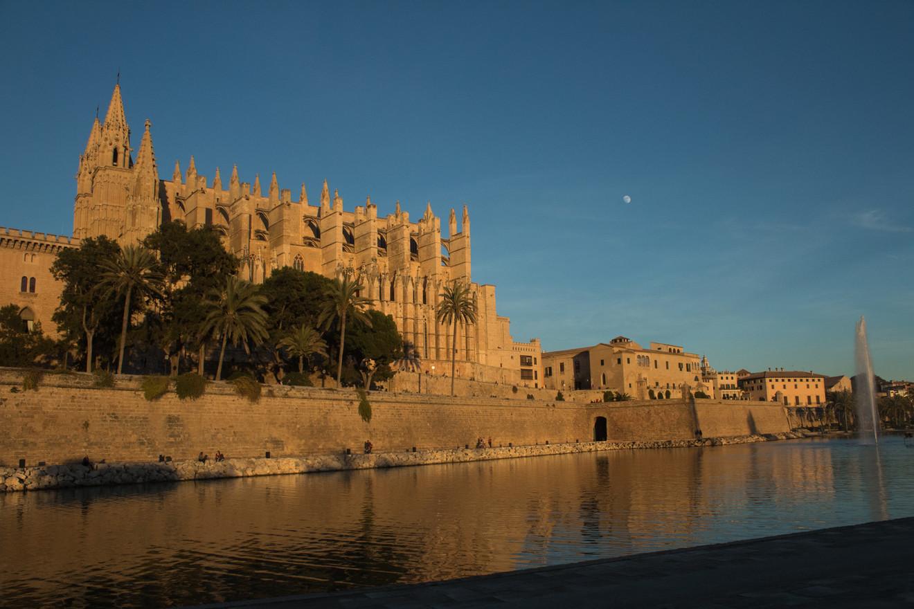 Palma, Cathedral & Moon