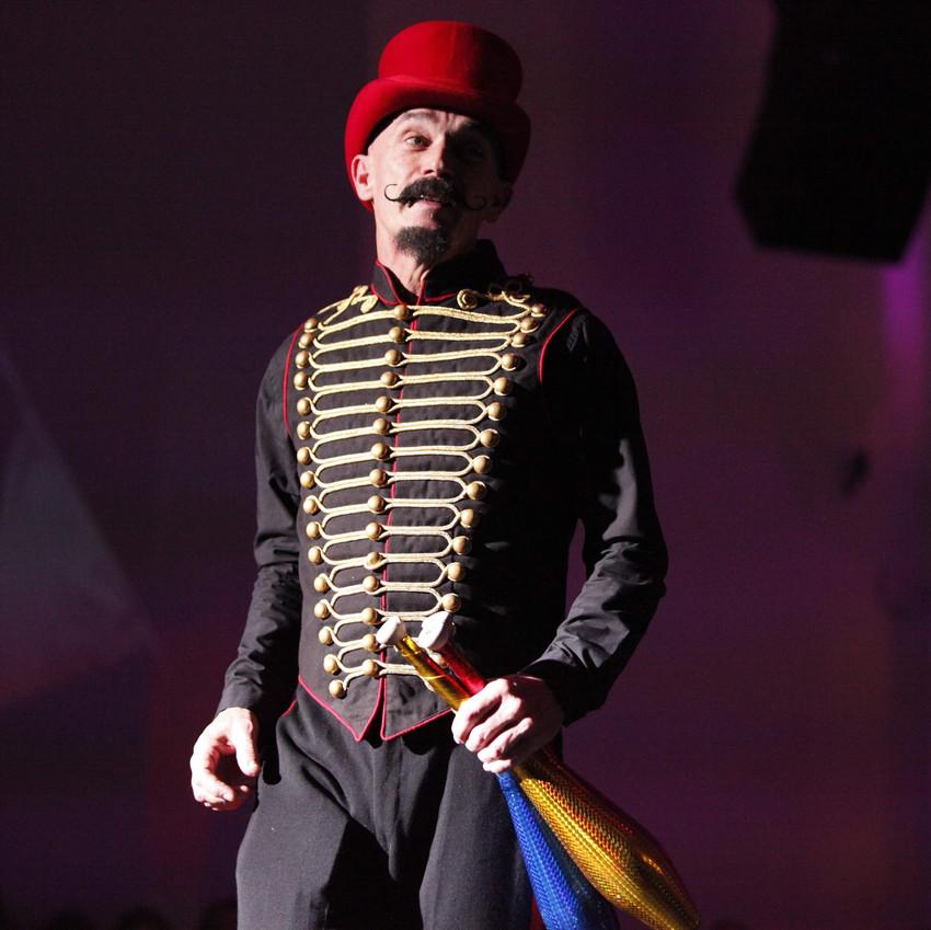 Club juggler