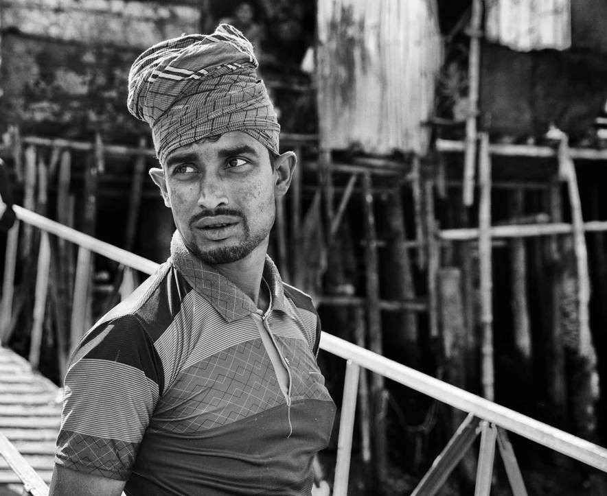 Bangladesh-portrait-worker-Khulna-river.