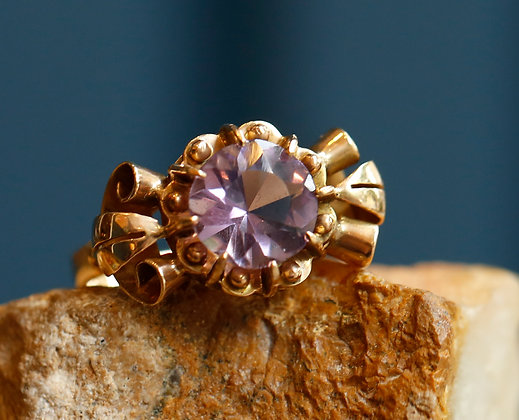 Size 9, 18K Gold ring with Amethyst