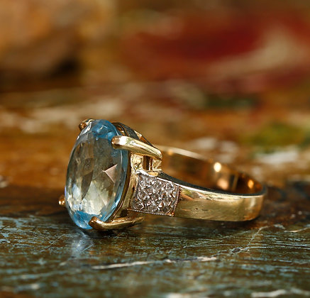 14K Gold Ring with Large Topaz and Diamonds