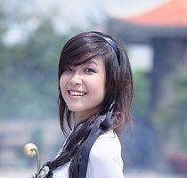 girl-1741941_640_edited.jpg