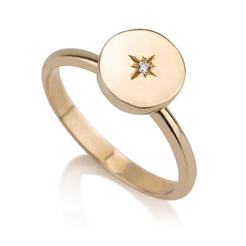 Round Signet Ring With Diamond