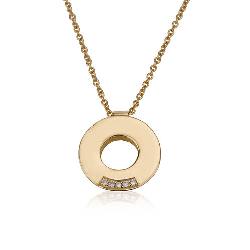Circle Pendant 5 Diamonds Necklace