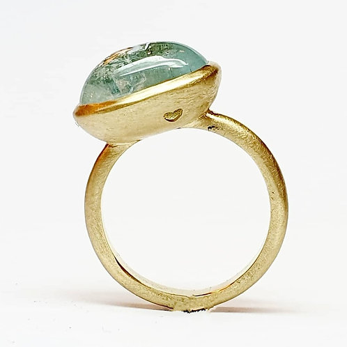 """טבעת זהב 14 קרט עם אבן אקוומרין ייחודית בגודל 10 על 14 מ""""מ"""