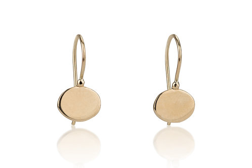 The SIGNET Oval Earrings, a classy look for everyday.The earrings were made to wear for a lifetime.