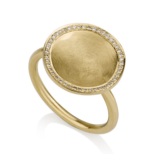 Small Circle Signet Ring With Diamonds