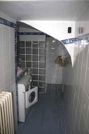 salle d'eau avec machine à laver du gîte 4 personnes