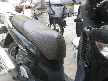 Selle_vuitton_scooter