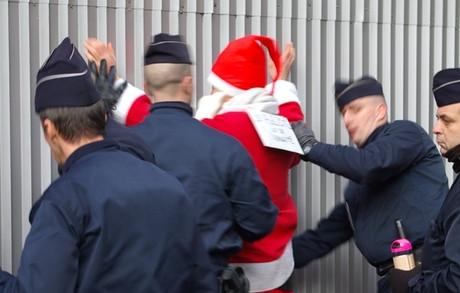 Arrestation_du_pere_noel_3