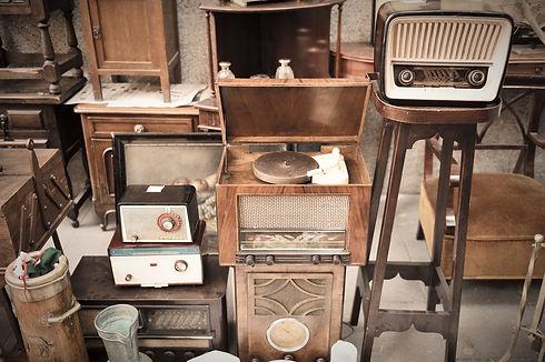 Flea market and radio equipment._edited.jpg
