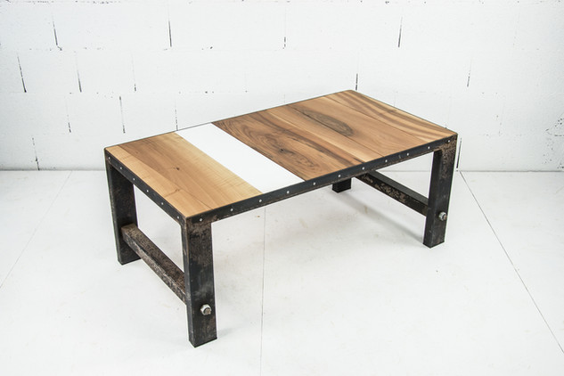 Table basse industrielle.