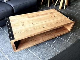 Table basse style industriel.