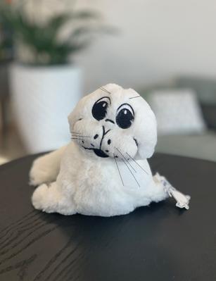 Pluche zeehond eigen ontwerp Rederij Doe