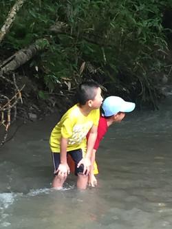 夏休みの川遊び