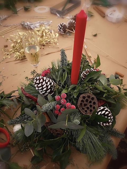 Christmas table arrangement.png