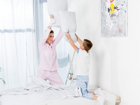 Почему ребенок бьет маму: причины физической агрессии у детей
