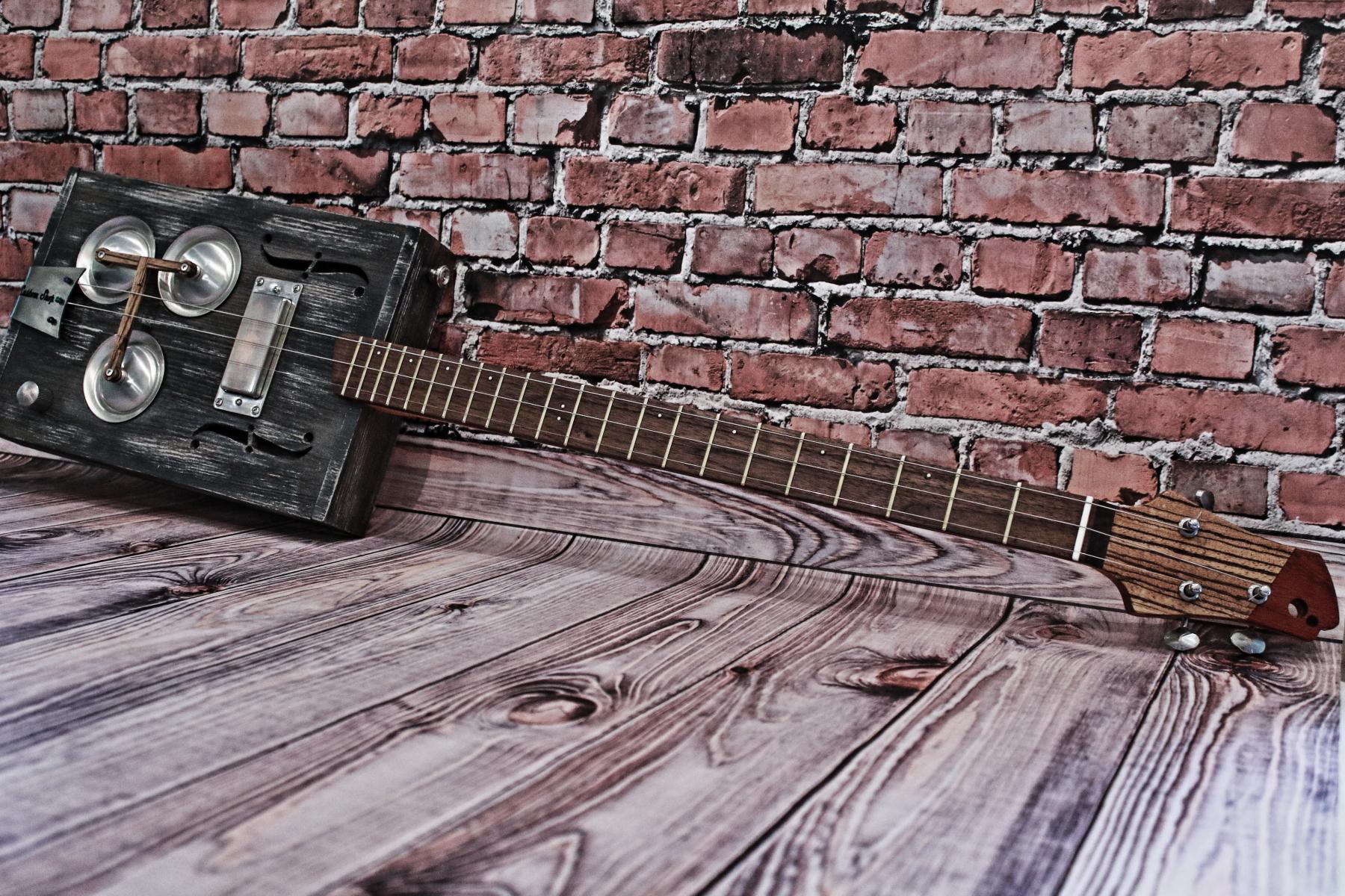"""Сигарбокс гитара """"Lonely Heart"""""""