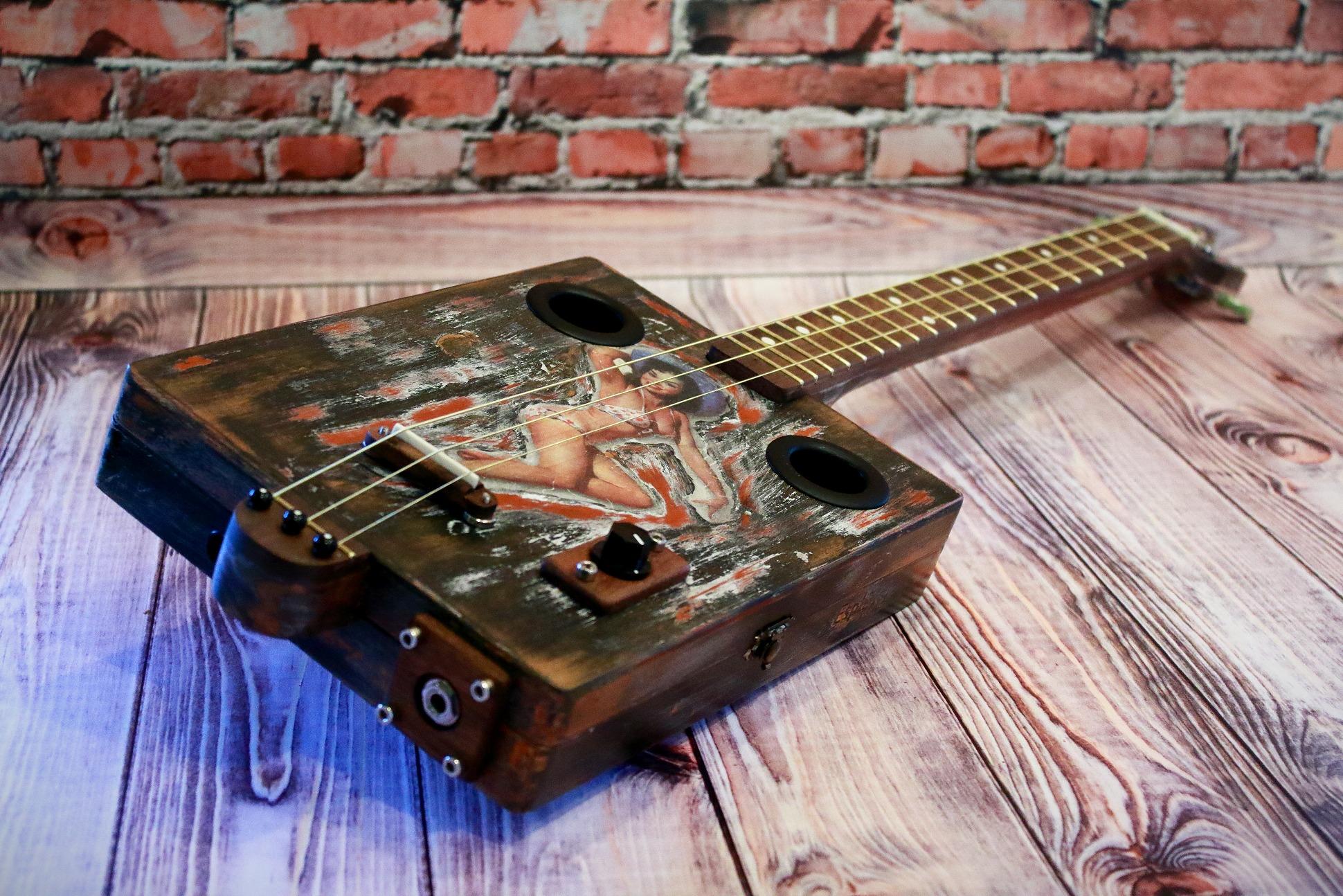 "Сигарбокс гитара ""Foxy Lady"""