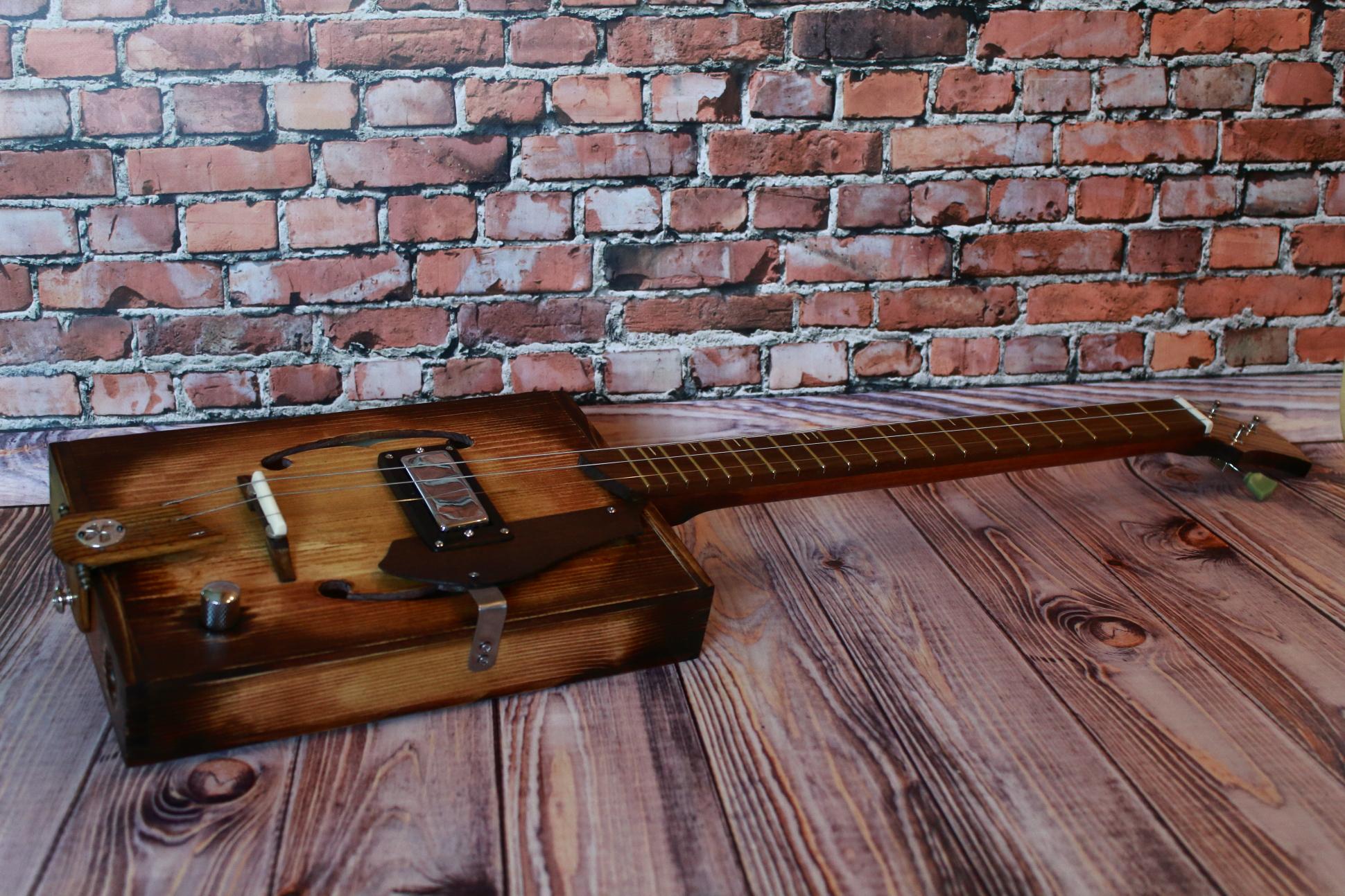 "Сигарбокс гитара ""Creole Lady"""