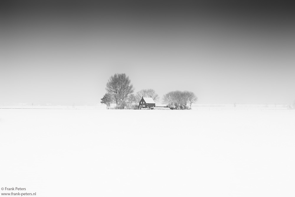Minimalism, B&W image of a winter landscape