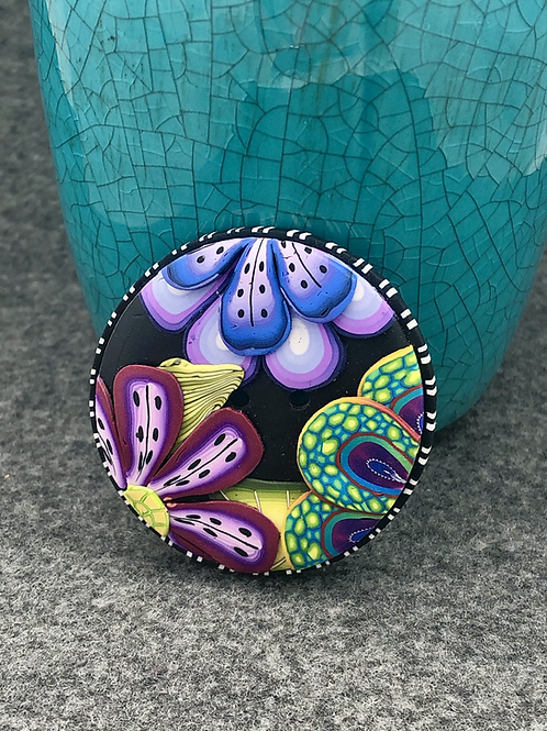 Applique in purple focal button
