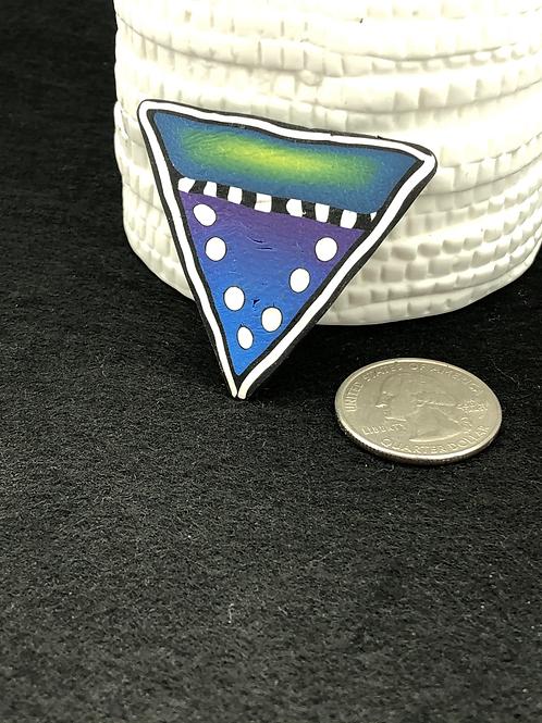 Bright triangle focal button