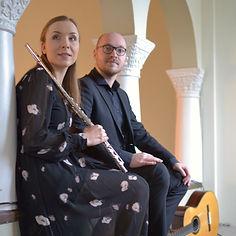Häämusiikki kirkossa huilu- ja kitaraduo Martta ja Taavi