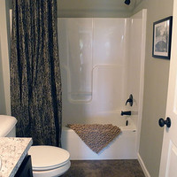 Model-4-Pic-13-Second-Floor-Bath.jpg