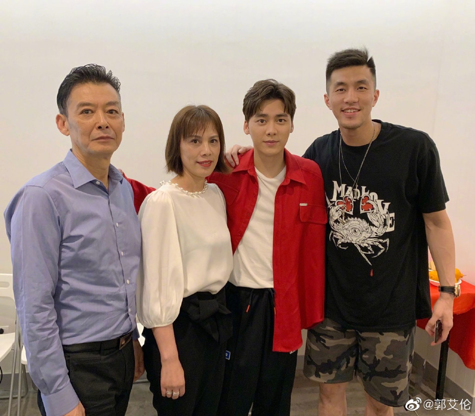 Basketball player Guo Ailun at Li Yifeng's birthday party