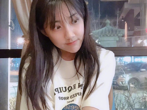 Li Yitong of SNH48 shows her pictures with no make up