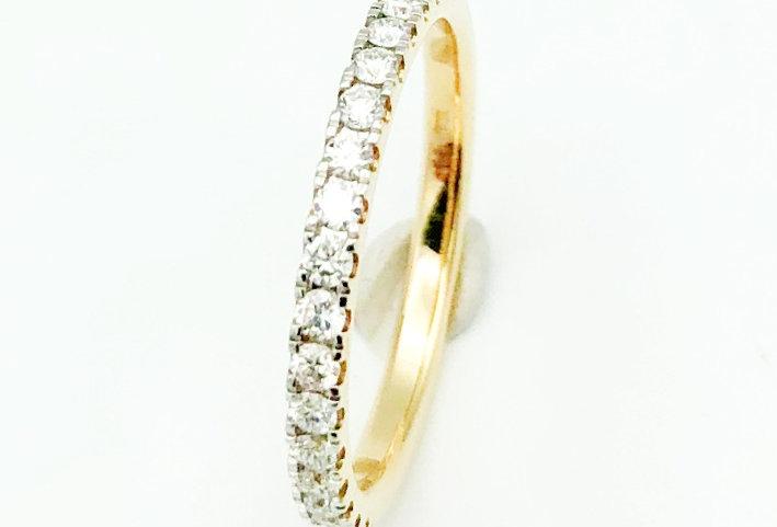 14 krt. Geelgouden alliance ring half gezet met 17 briljanten