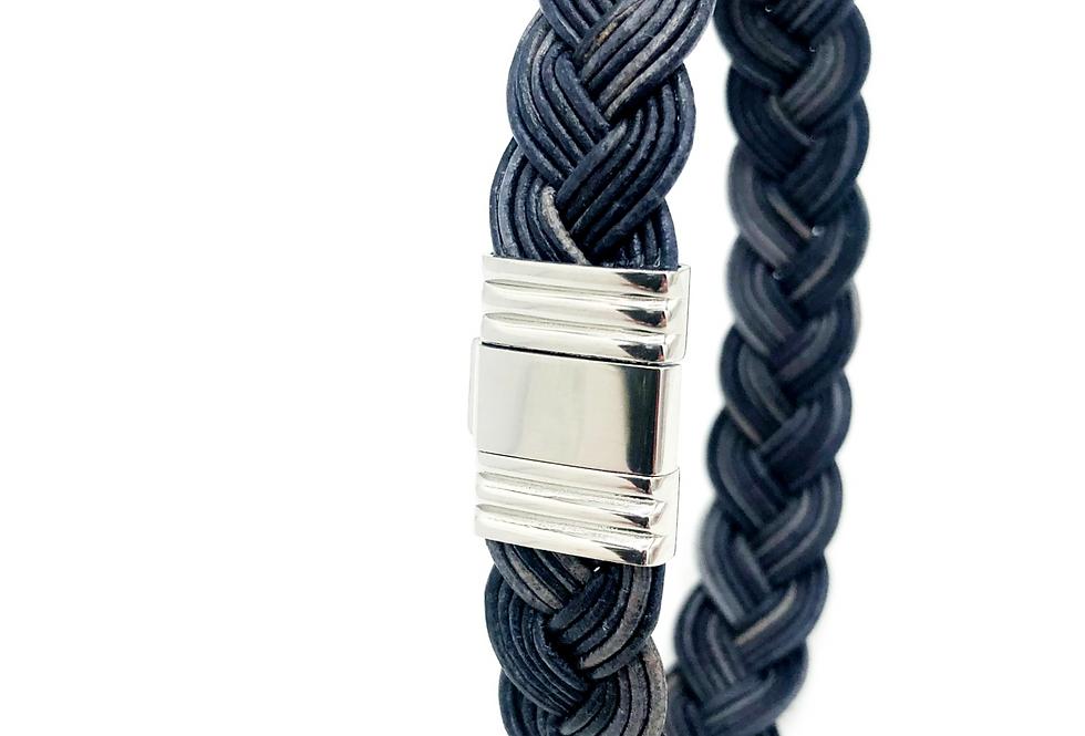 Albanu blauwe armband van gevlochten leer met edelstalen sluiting