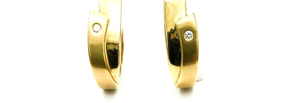 14 krt. Geelgouden oorbellen met diamant