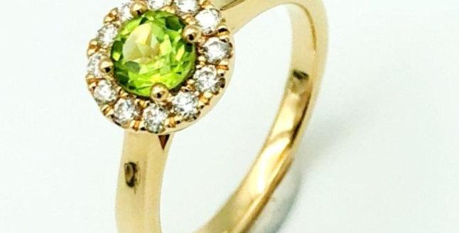 14 krt. Geelgouden ring met peridot en briljant geslepen diamant