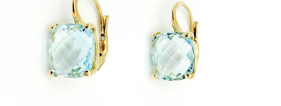 14 krt. Geelgouden oorbellen met lichtblauwe topaas