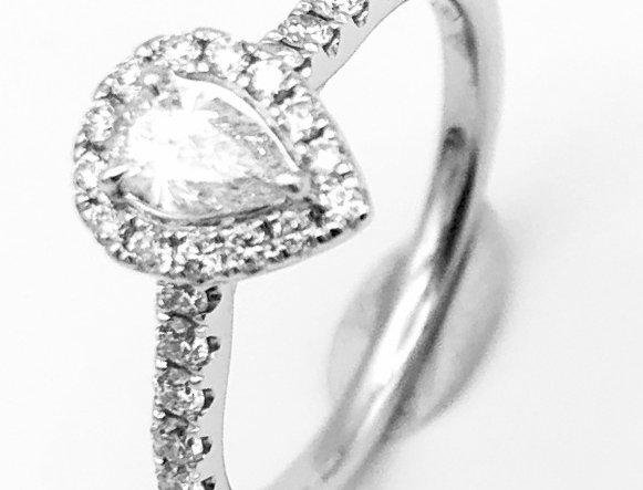 14 krt. Witgouden ring met diamant in peervorm en briljant