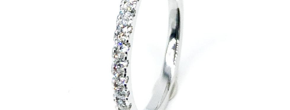 14 krt. Witgouden alliancering met 17 briljant geslepen diamanten