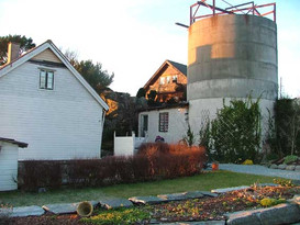 The house and barn/silo