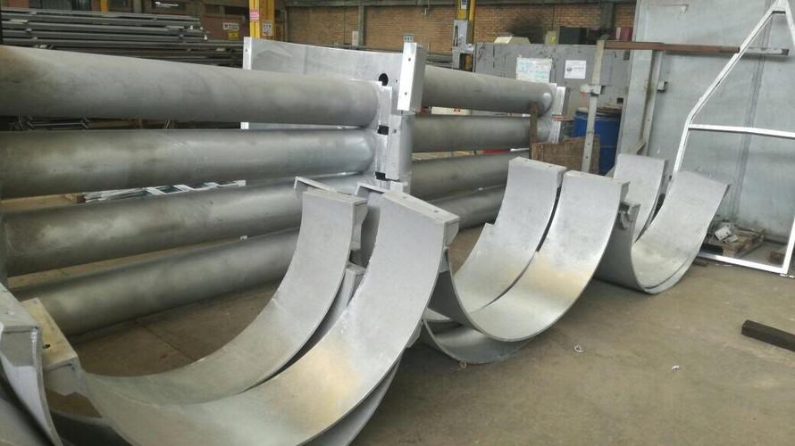 Abrazaderas de escaleras para pilotes de Muelle Rodman