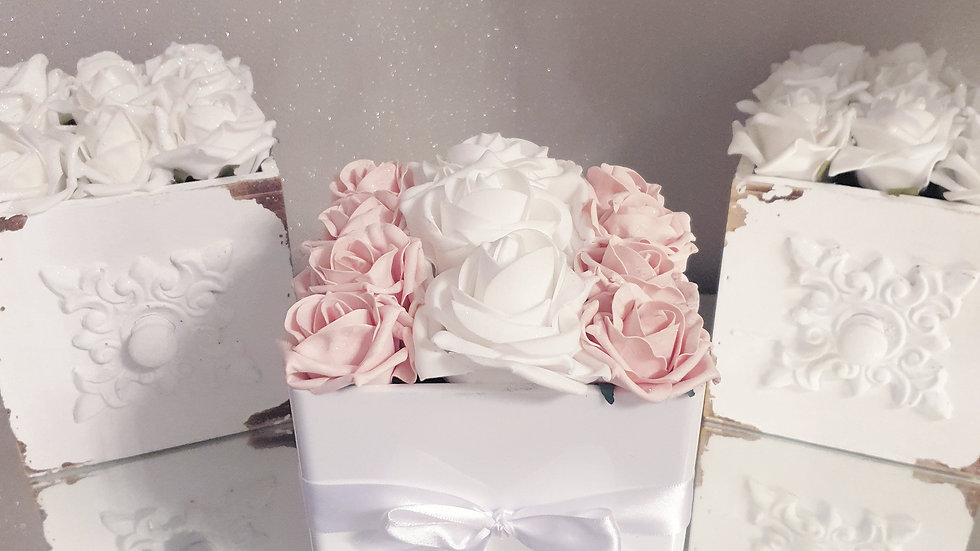 Fragranced Forever Flowers Cube White and Blush
