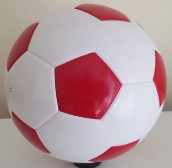 Kırmızı Beyaz Futbol Topu