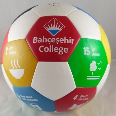 Bahçeşehir Koleji Futbol Topu